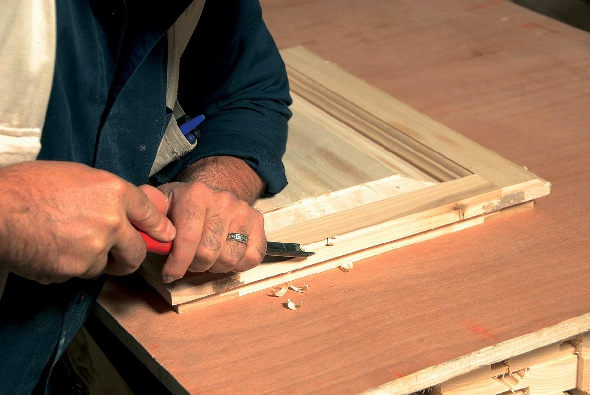 Intaglio manuale su legno